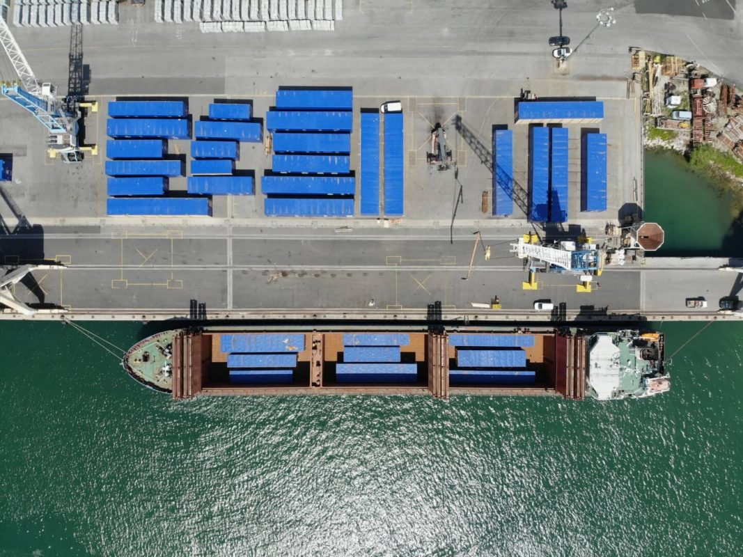 projektni tovor comark slovenija luka koper kontejnerji ladja charter
