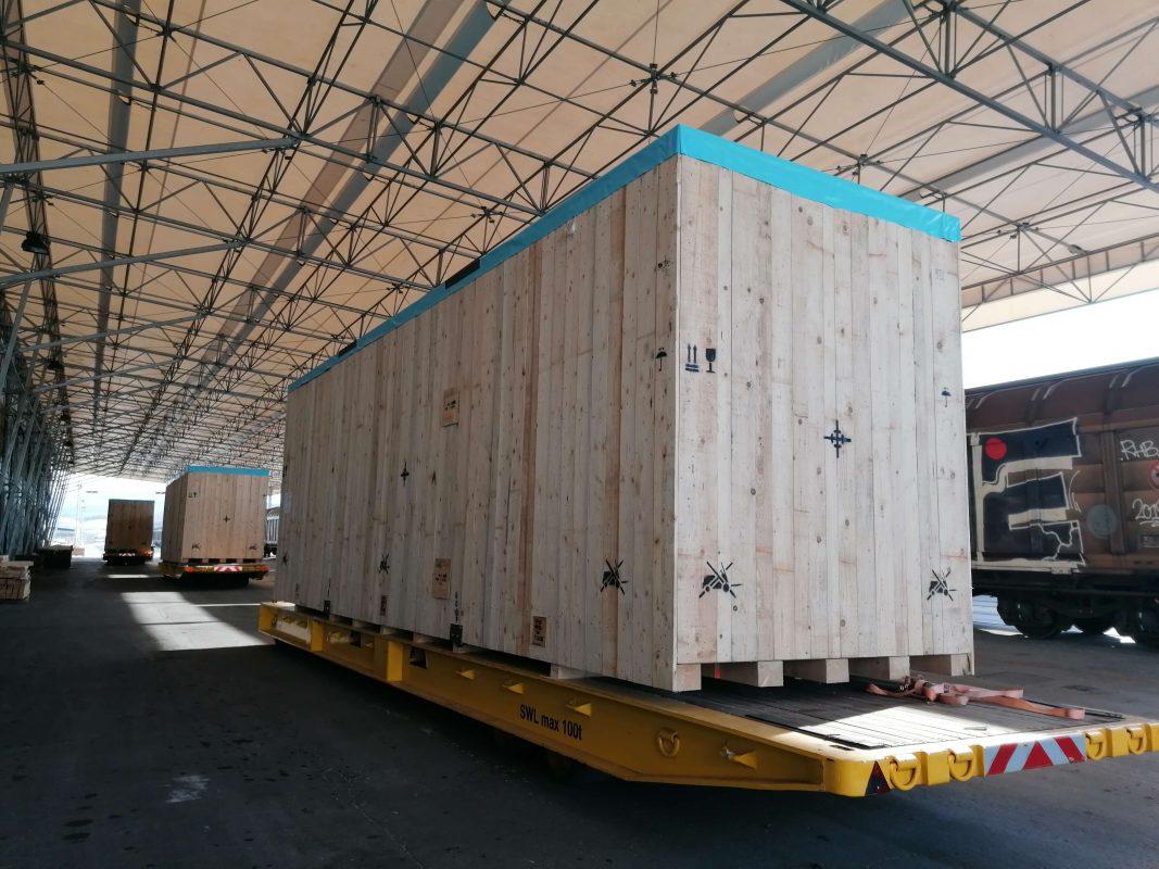 prekomorsko pakiranje tovora luka koper lesen zaboj
