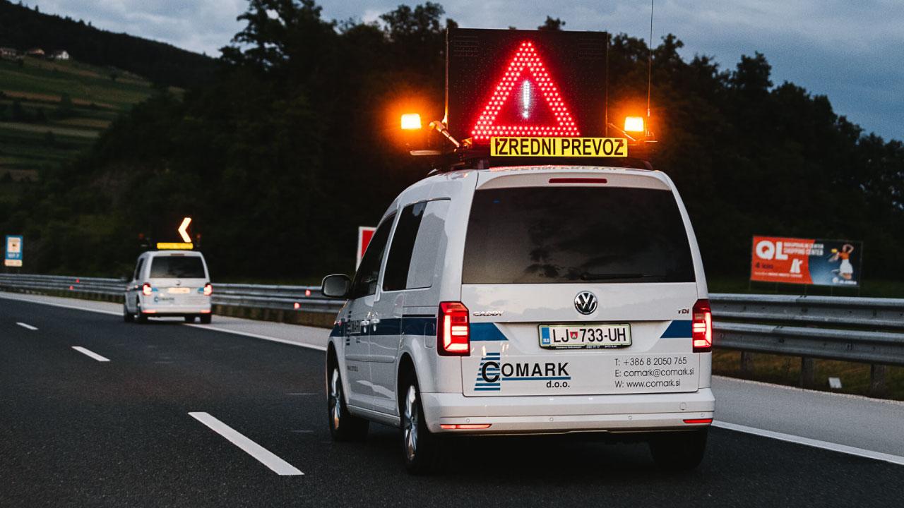 spremstvo izredni prevoz comark slovenija avtocesta pilot car