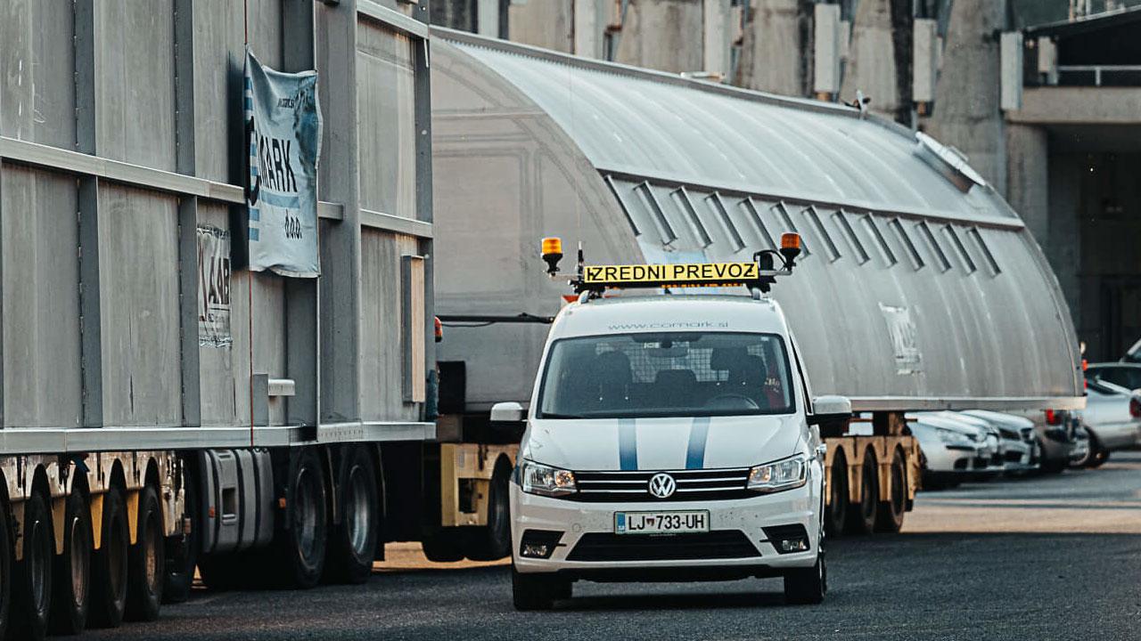 spremstvo izredni prevoz comark slovenija projektni tovor escort permit