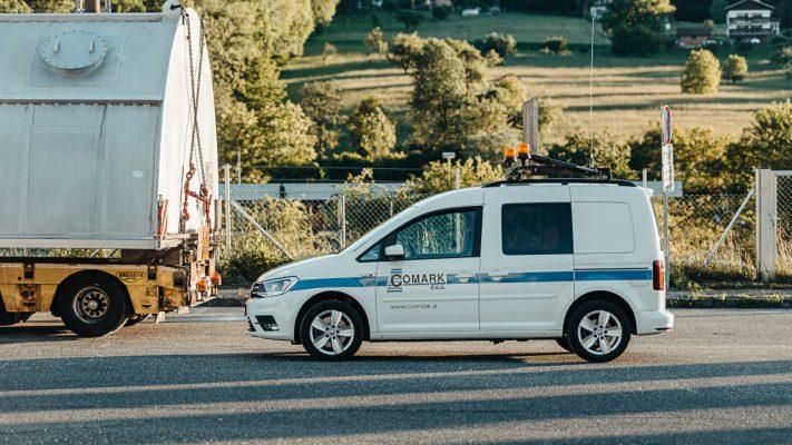 spremstvo izredni prevoz vozilo tovor slovenija pilot car escort
